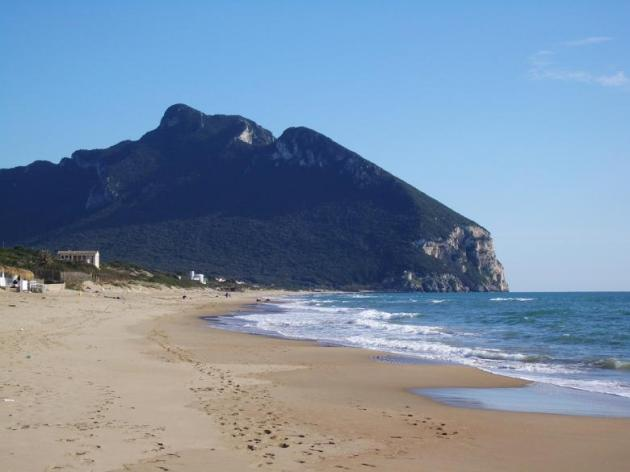 il_circeo_dalla_spiaggia_di_sabaudia-1343056521K429175